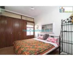 Corner 3bhk flat 2nd floor for sale at Pataudi House, daryaganj @90 lakhs